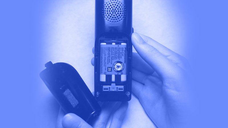 تعمیر تلفن - برداشتن و جایگزین کردن باتری تلفن بیسیم پاناسونیک