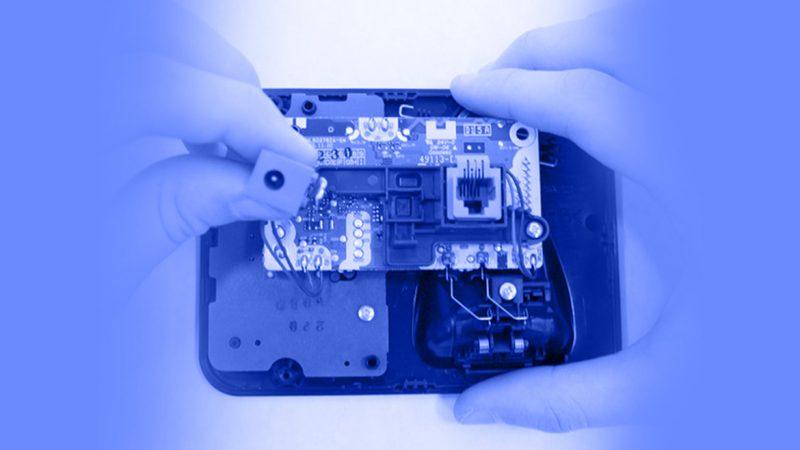 تعمیر تلفن - برداشتن و جایگزین کردن پورت پاور پایه اصلی